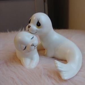 Vintage Kitsch Oxford Seal Figurine Set
